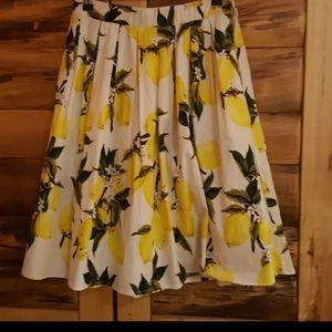 Tossed lemons pleated midi skirt